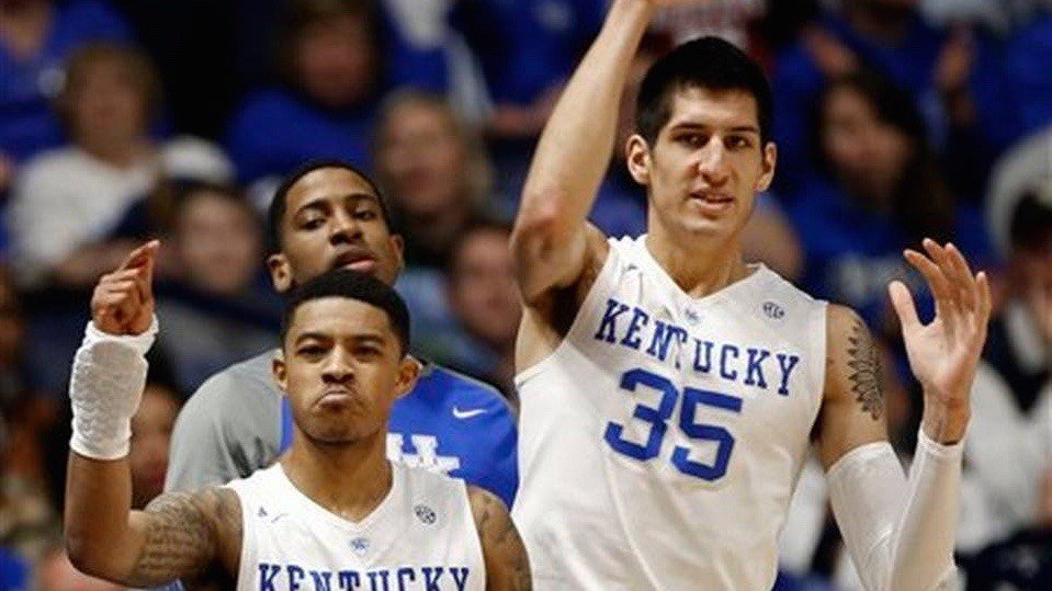Tyler Ulis and Derek Willis cheer for teammates in Friday's 85-59 SEC Tournament win over Alabama. (AP photo)