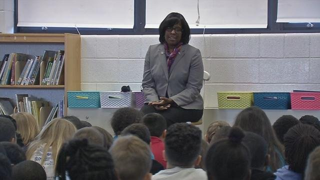 During her tour of Zachary Taylor Elementary School, Ky. Lieutenant Governor Jenean Hampton read to students.