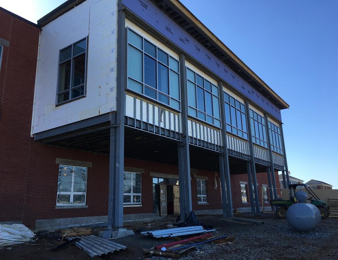 Front view of Norton Commons Elementary School on April 1, 2016 (Photo by Toni Konz, WDRB News)