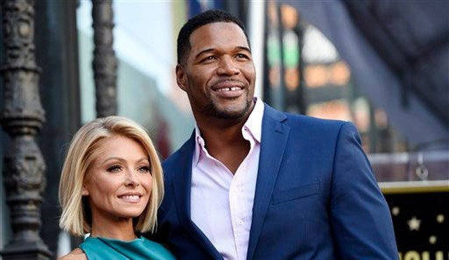 """(Photo by Chris Pizzello/Invision/AP, File). FILE - In this Oct. 12, 2015 file photo, Kelly Ripa, left, poses with Michael Strahan, her co-host on the daily television talk show """"LIVE! with Kelly and Michael,"""" during a ceremony."""