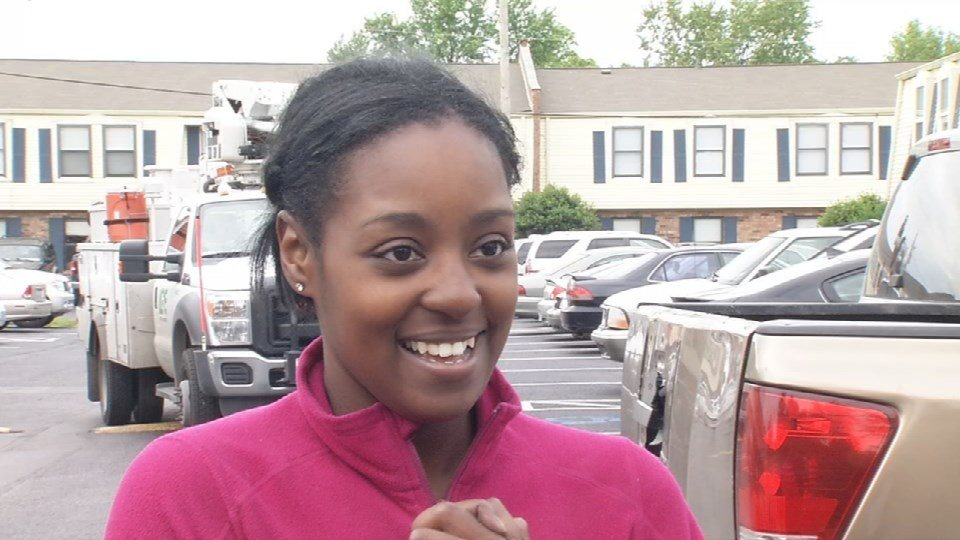 Asia Neblett escaped from a burning apartment building in Okolona, then helped another family with babies get to safety.