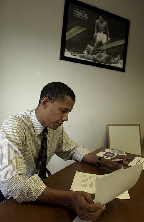 Then-senator Barack Obama kept a photo of Ali in his office. (AP photo)