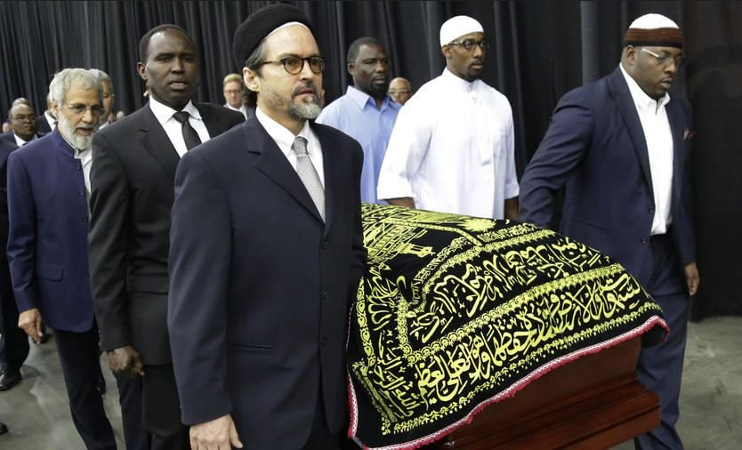 Muhammad Ali\'s casket is escorted by pallbearers for his Jenazah, a traditional Islamic Muslim service, in Freedom Hall, on June 9, 2016, in Louisville, Ky. (Photo by David Goldman / AP)