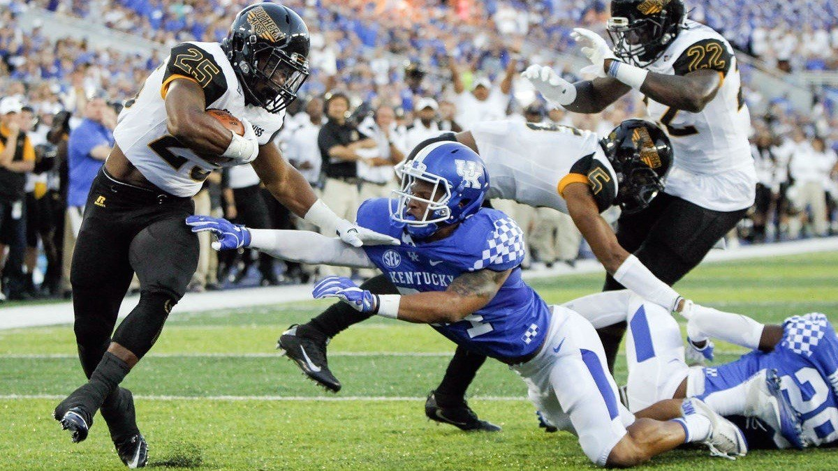 Southern Miss running back Ito Smith avoids the grasp of a Kentucky defender on his way to a first-quarter touchdown run. (AP photo)