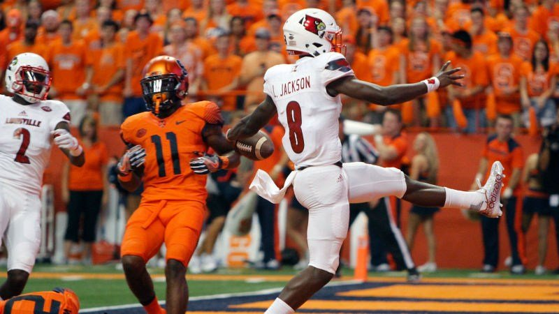 Louisville's Lamar Jackson celebrates yet another touchdown vs. Syracuse. (AP photo)