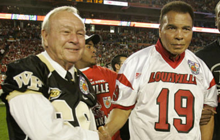 Arnold Palmer with Muhammad Ali on Jan. 2, 2007 before the FedEx Orange Bowl. Both sports legends passed away this year. (AP photo)