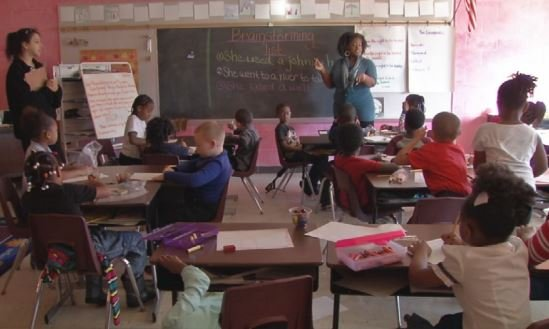 Students at Maupin Elementary School, December 2015 (WDRB News file photo)