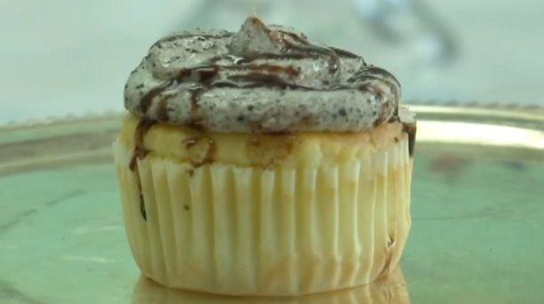 Bakery accused of racism for Oreo cupcake named 'Mr. President'