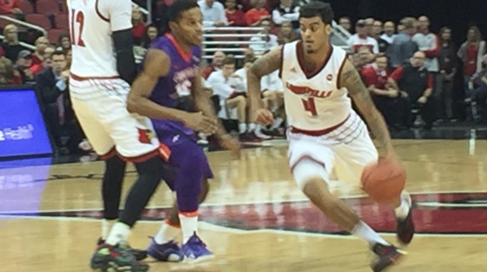 Quentin Snider provided leadership as Louisville bounced Evansville in the Cards' season opener.