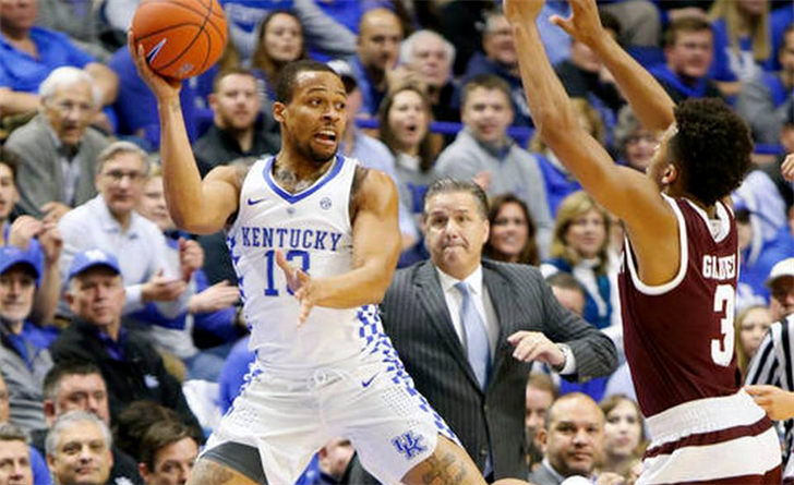 Kentucky's Isaiah Briscoe looks to make a save against Texas A&M. (AP photo)