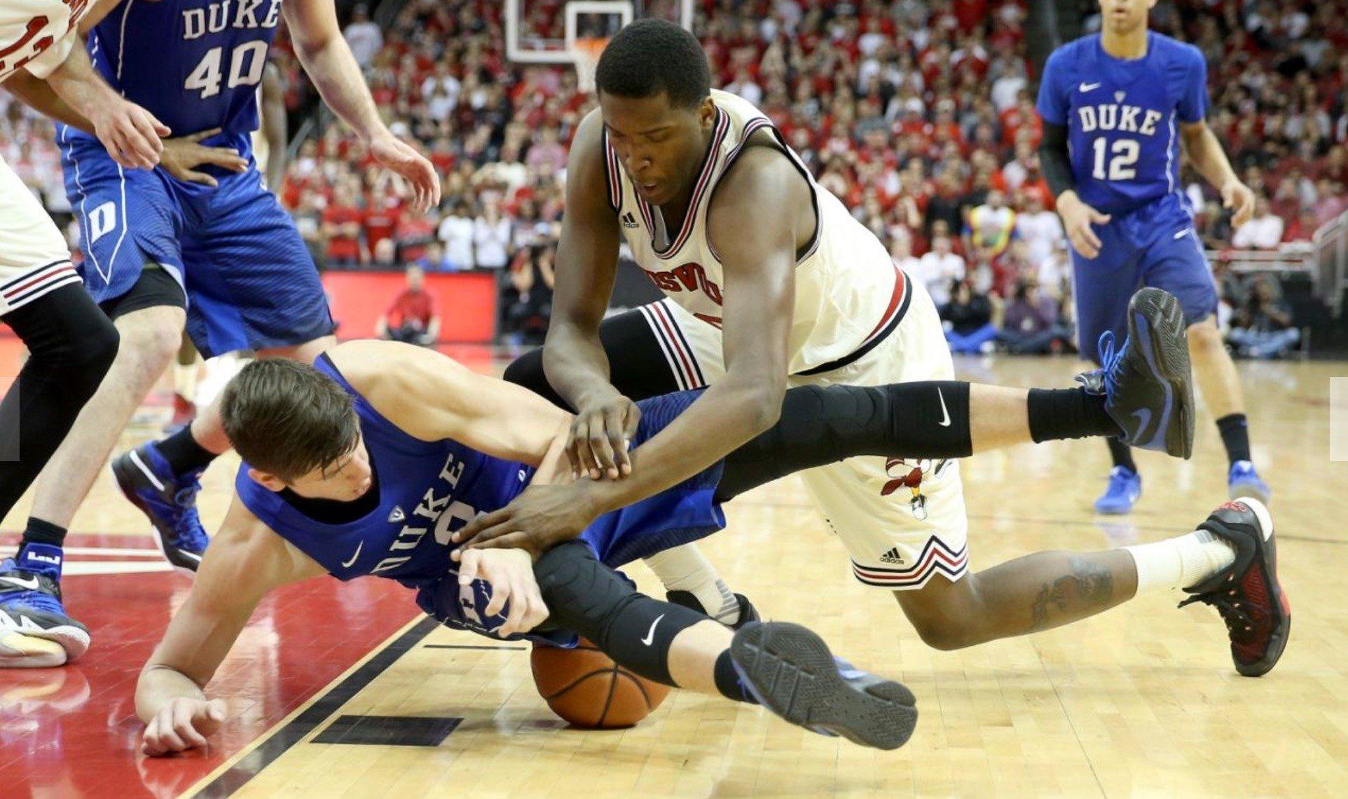 Duke's Grayson Allen (left) and Jaylen Johnson of Louisville scrambled for a loose ball last season. (AP Photo.)