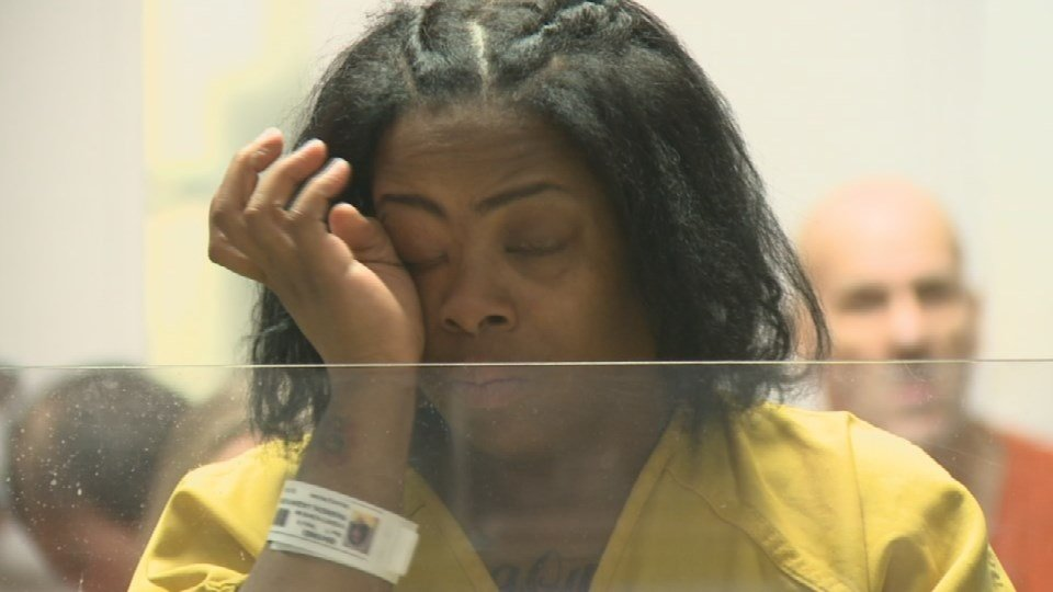Laquinta Pearson wiped away tears during a court appearance on Jan. 13, 2017.