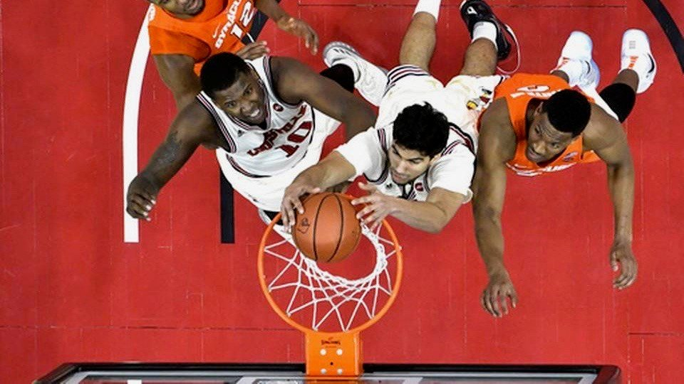 Anas Mahmoud scores on a put-back in Louisville's win over Syracuse (AP photo)