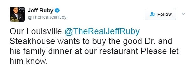 Jeff Ruby's tweet offering the passenger a free meal.