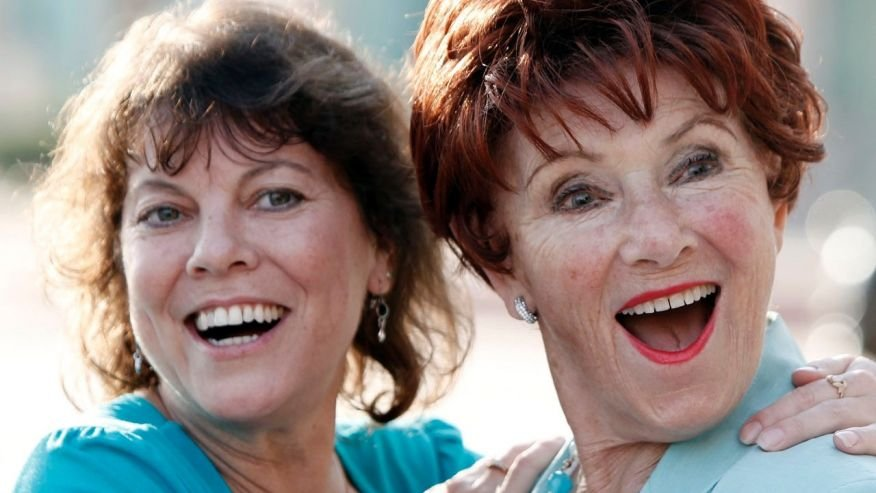 "FILE - In this June 18, 2009 file photo, actresses Erin Moran, left, and Marion Ross pose together at the Academy of Television Arts and Sciences' ""A Father's Day Salute to TV Dads"" in the North Hollywood section of Los Angeles.  (AP)"