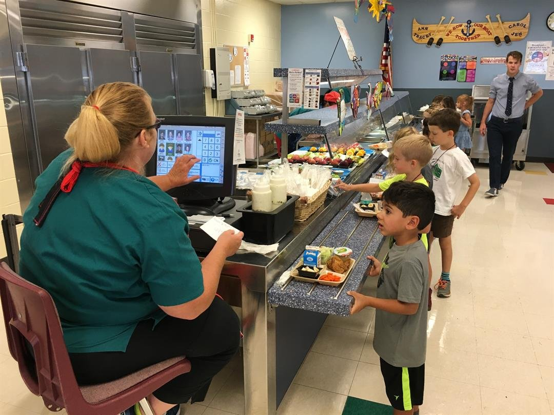 Students at Bloom Elementary School get lunch on the first day of the 2016-17 school year. (WDRB file photo)