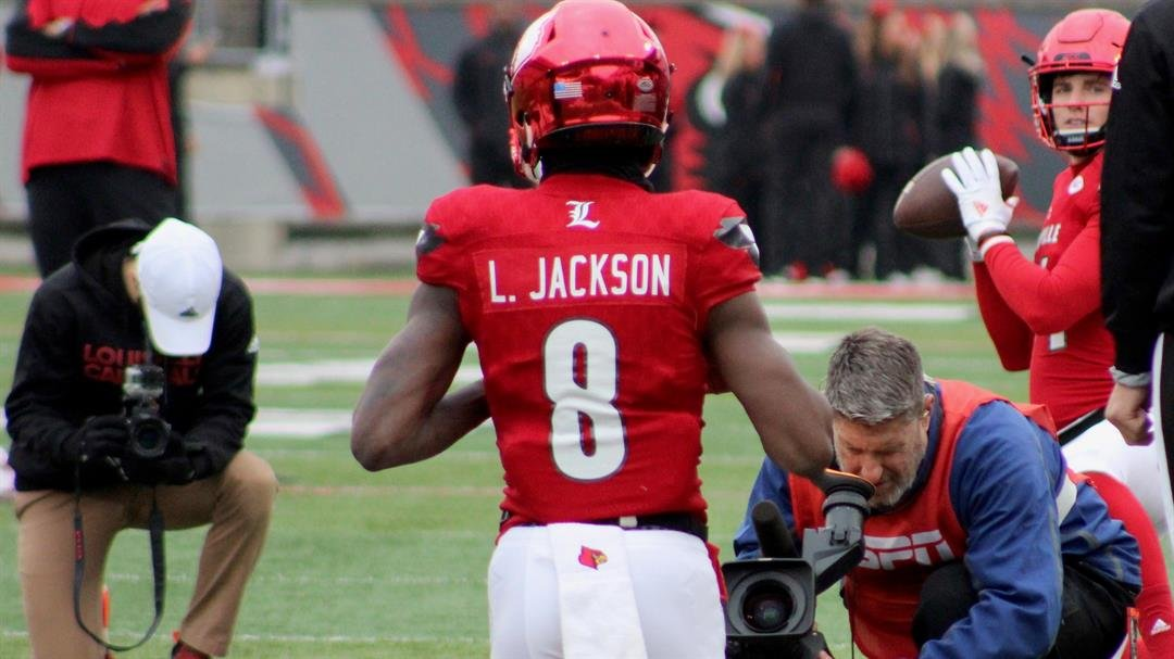 Lamar Jackson warms up in front of an ESPN camera. (WDRB photo by Eric Crawford)