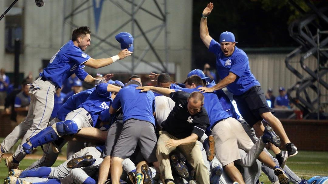 The Wildcts' dogpile (UK Athletics photo)