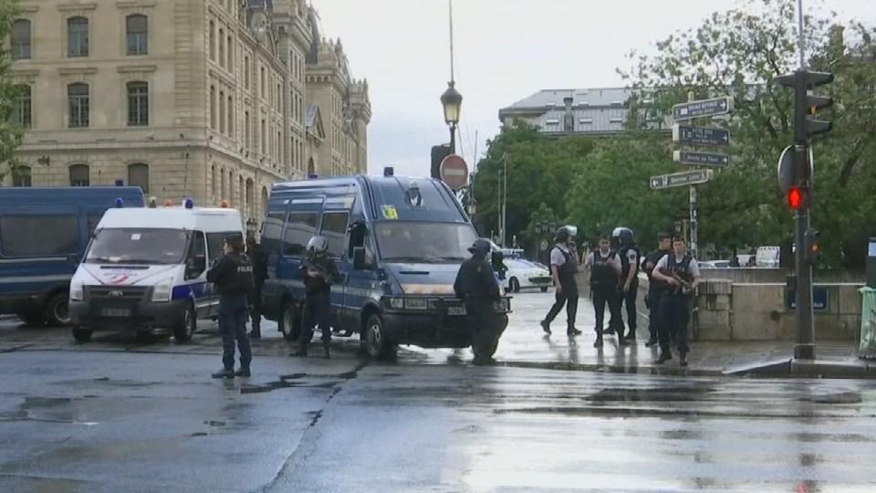 French counter-terrorism unit investigates attack on Notre Dame