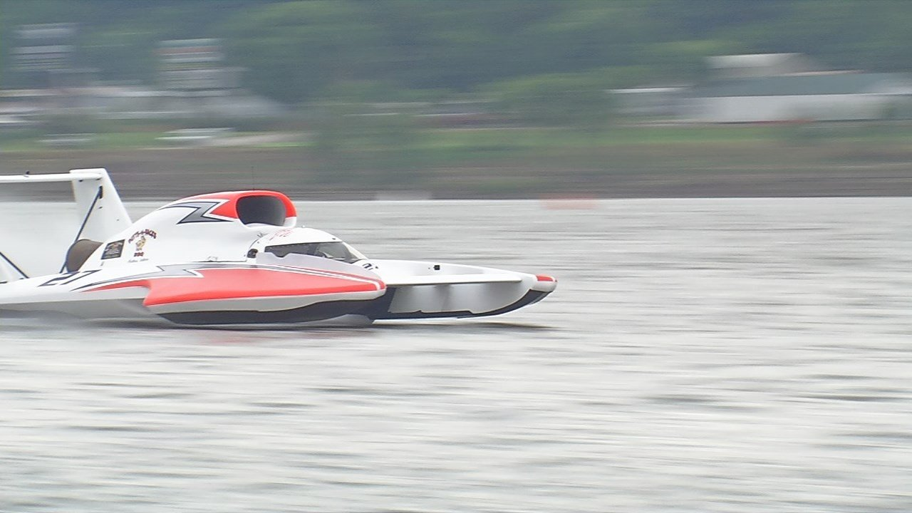 Saturday Morning Snow In Madison >> Hydroplane racing to continue Sunday at Madison Regatta - WDRB 41 Louisville News