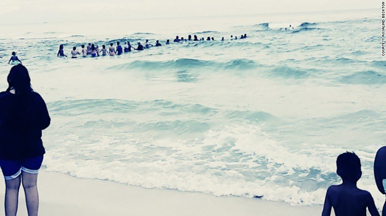 Beachgoers form 80-person human chain to save drowning family