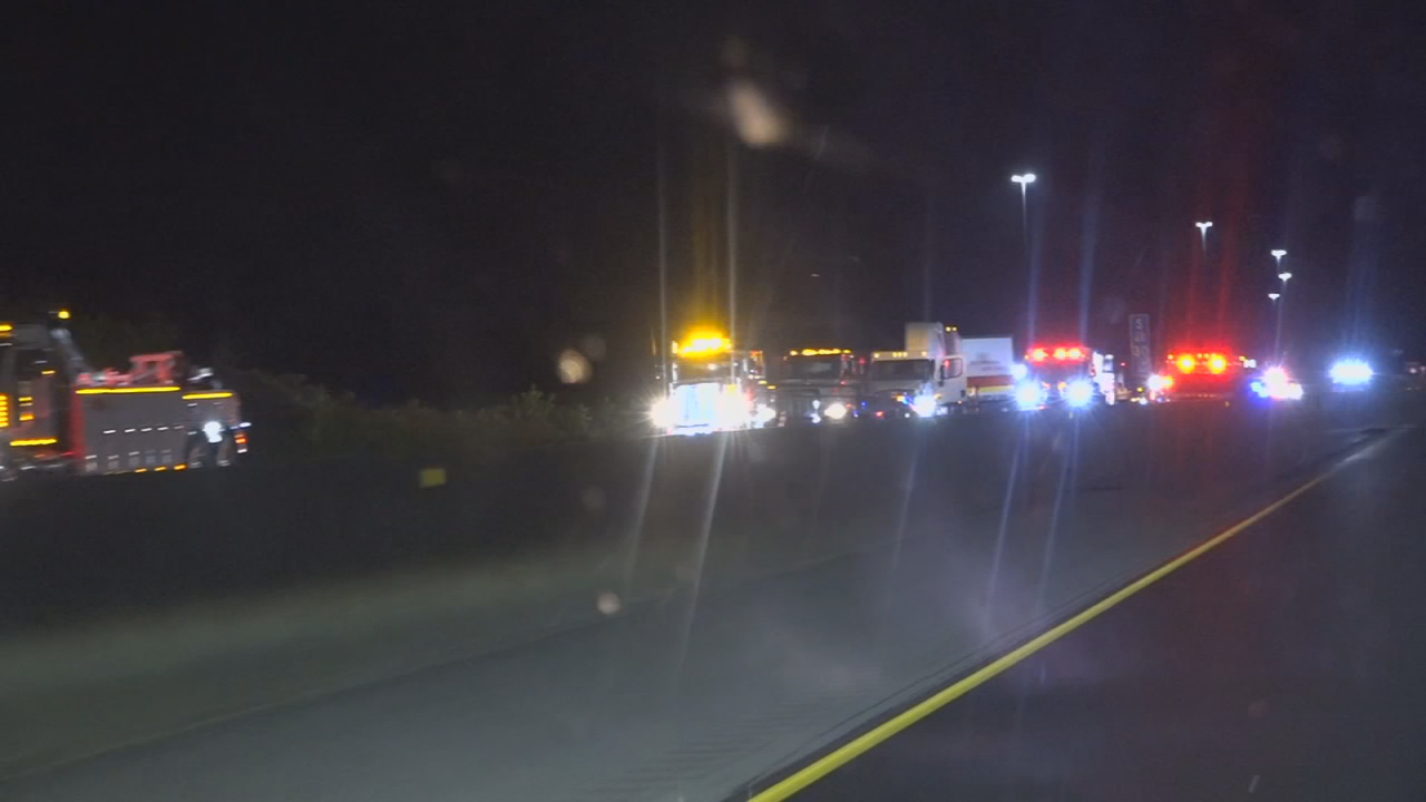 Multiple fatality crash closes part of I-65 near Bowling Green