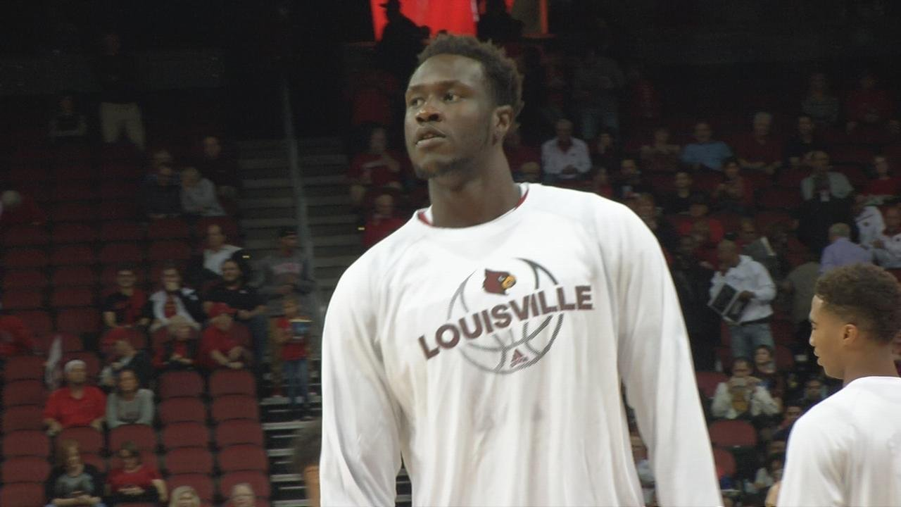 Born Mathiang signs with Hornets