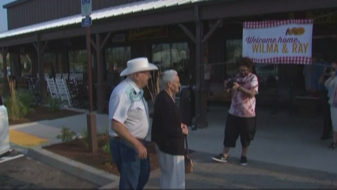 #WebExtra: Couple Visits Every Cracker Barrel Location