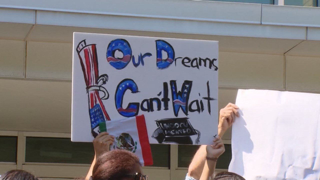 LIers show support for program protecting 'dreamers'