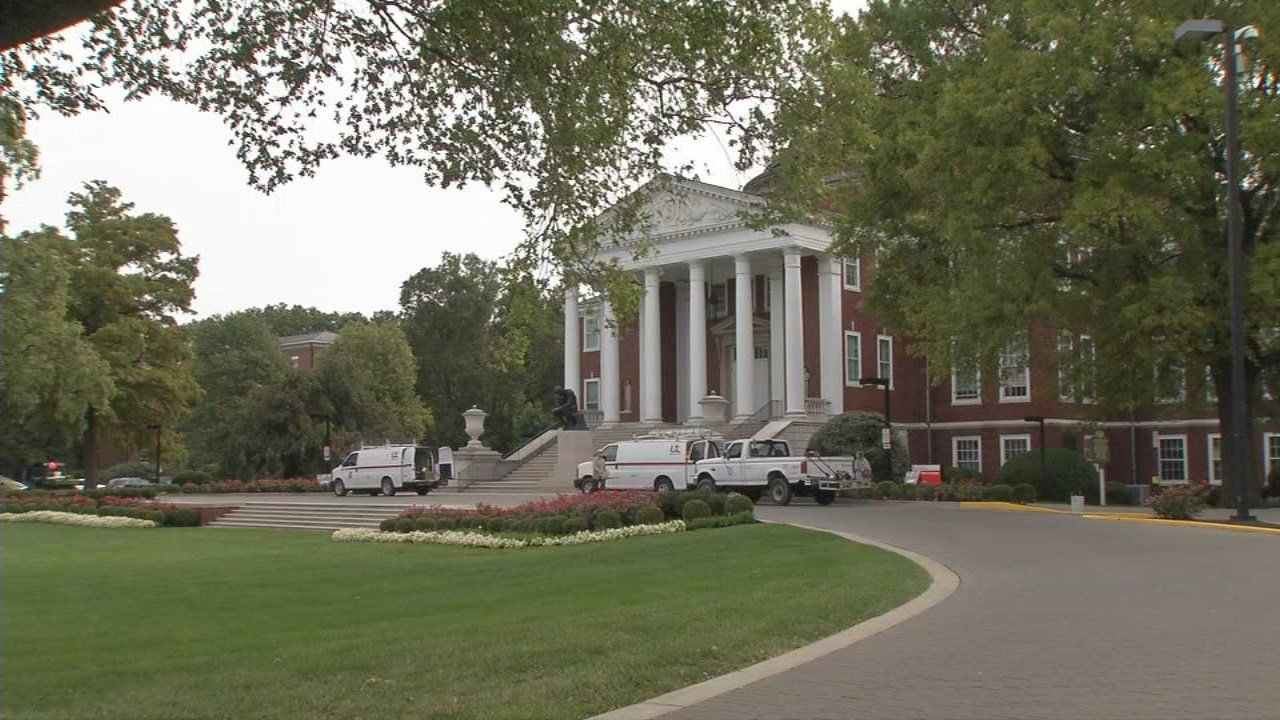 Crews prepping Grawmeyer Hall on U of L's campus ahead of ESPN's College Game Day