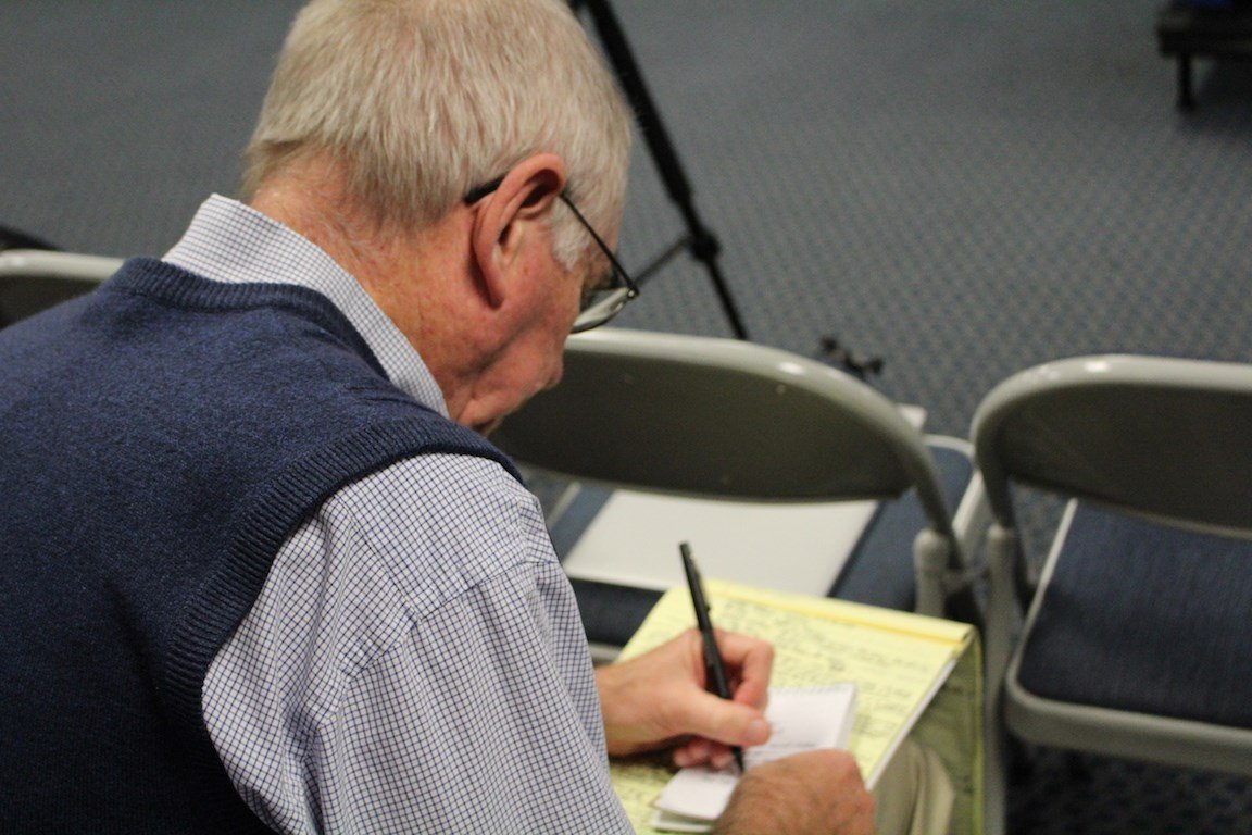 Jerry Tipton of the Lexington Herald-Leader makes some notes before Thursday's Kentucky basketball media day. (WDRB photo by Eric Crawford)