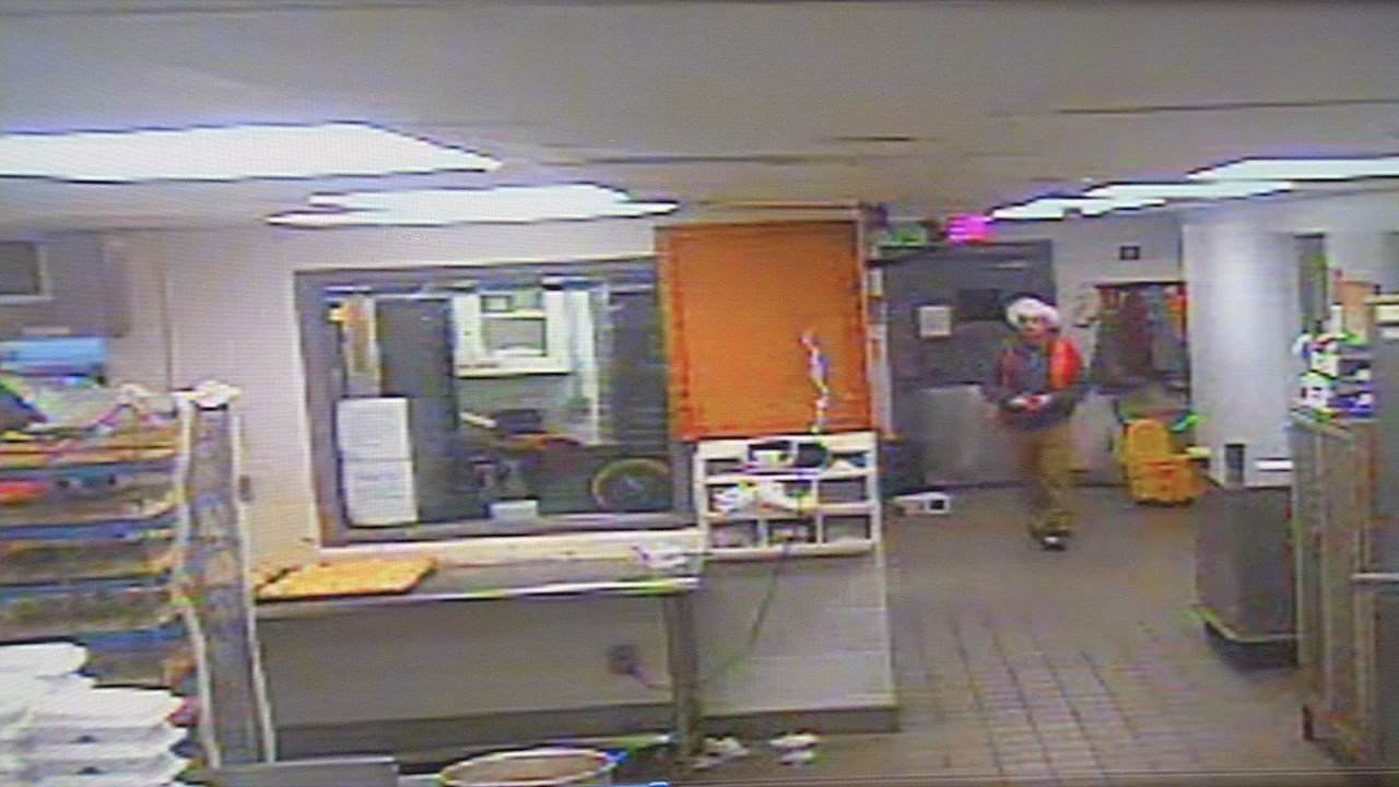 Security footage shows William Glover in the Hardin County Jail's kitchen before his escape.
