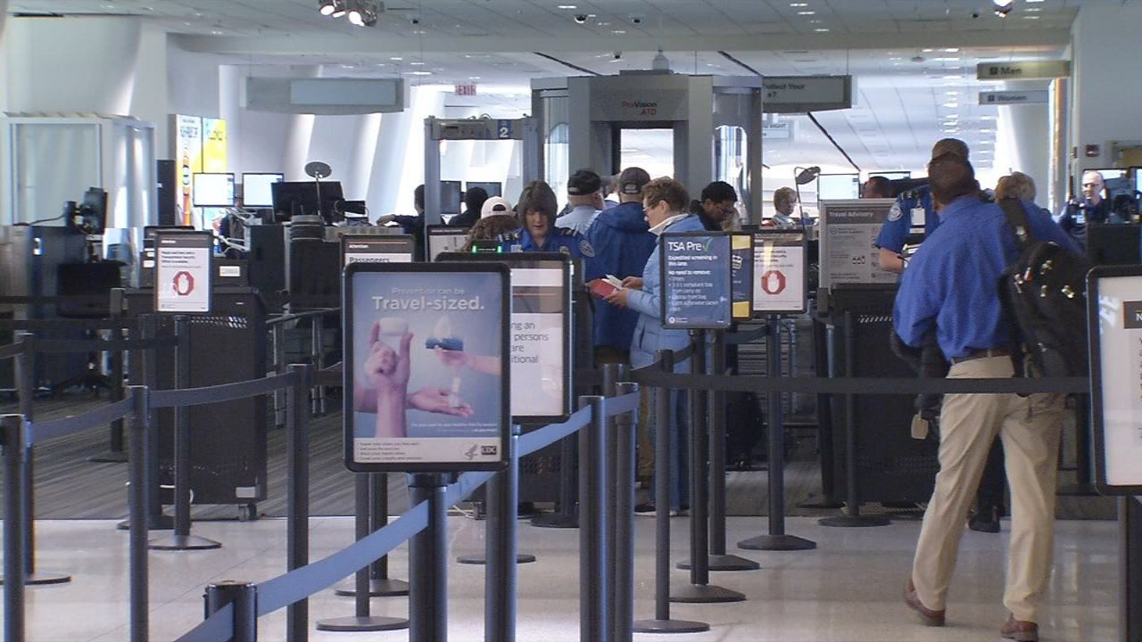 Why officers are carrying rifles at Hobby, Bush airports during Thanksgiving holiday