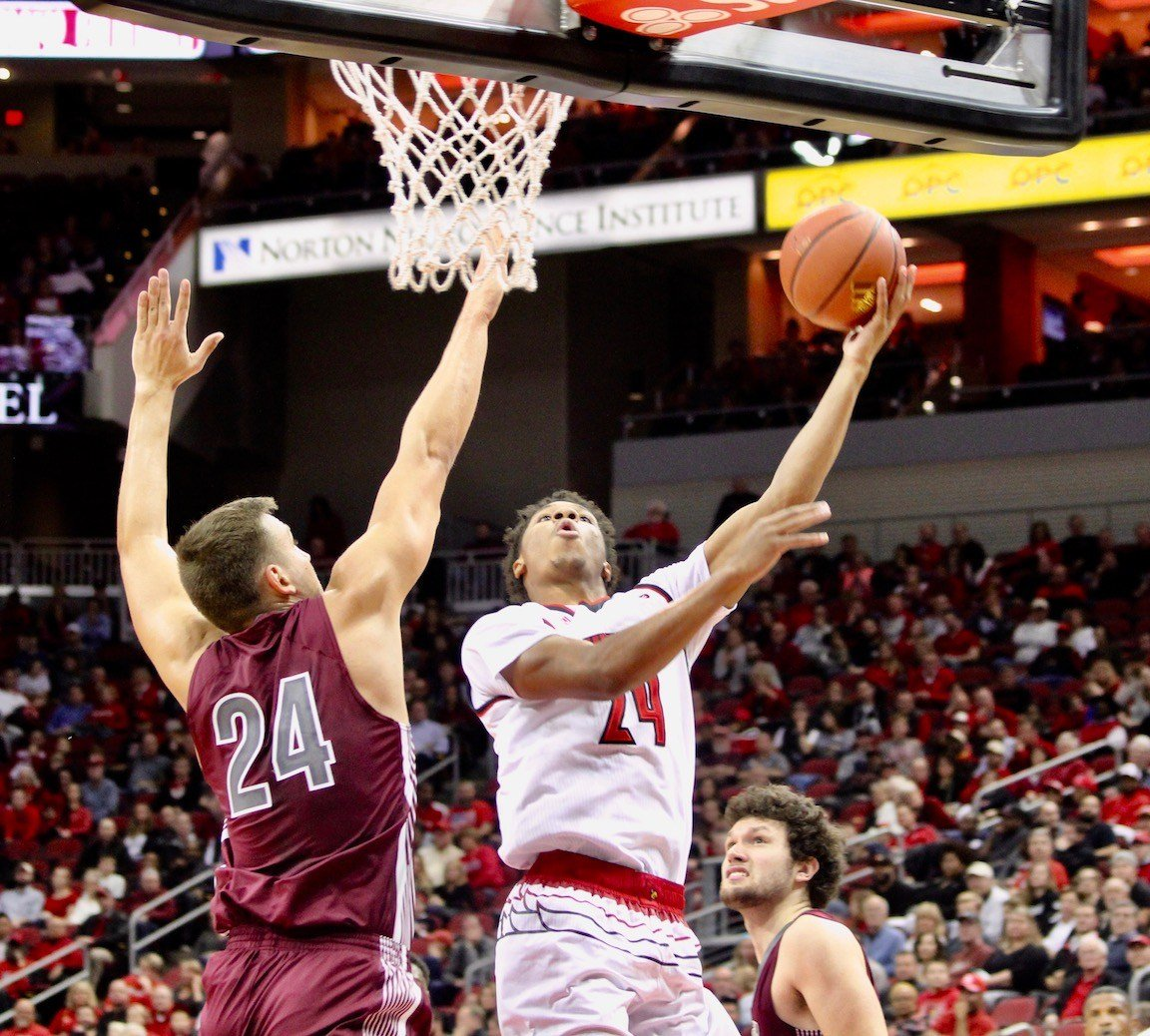 Dwayne Sutton drives for two in the second half. (WDRB photo by Eric Crawford)