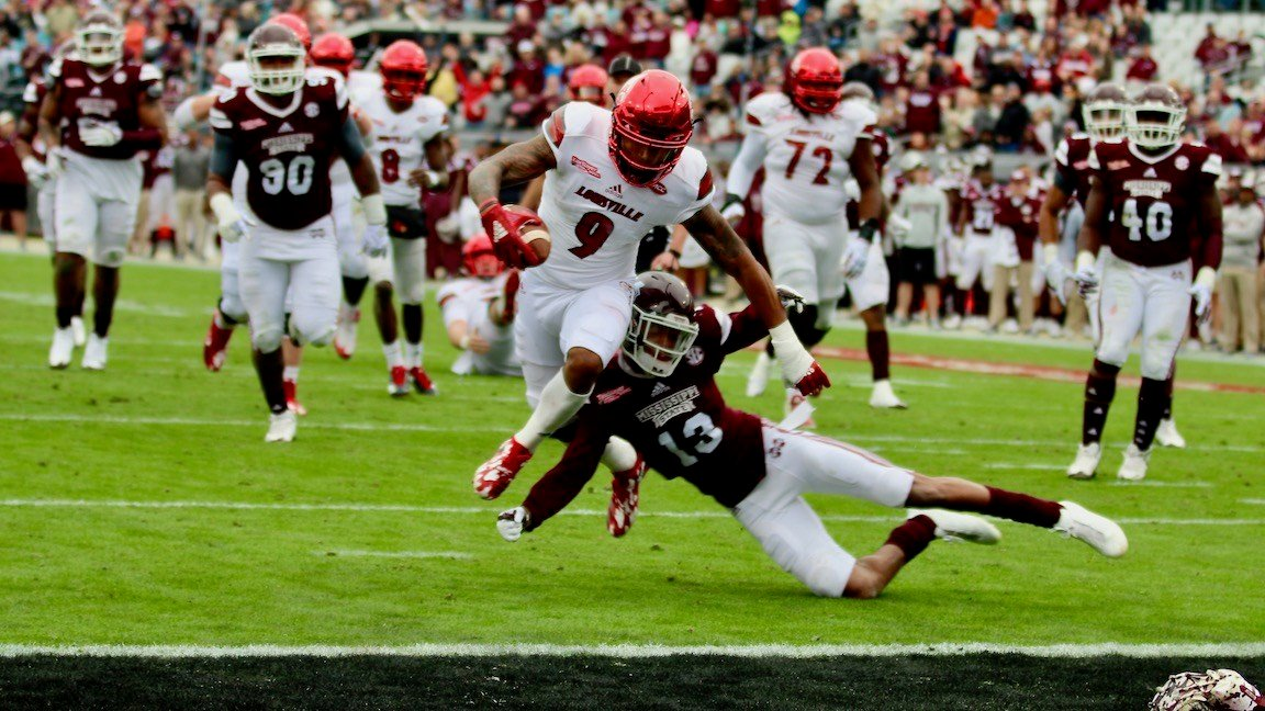 Jaylen Smith completes a touchdown catch against Mississippi State (WDRB photo by Eric Crawford)