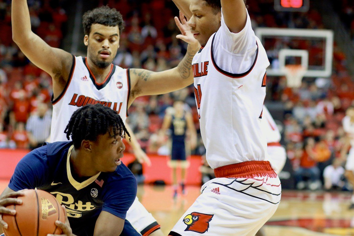 Quentin Snider and Dwayne Sutton set up a trap (WDRB photo by Eric Crawford)