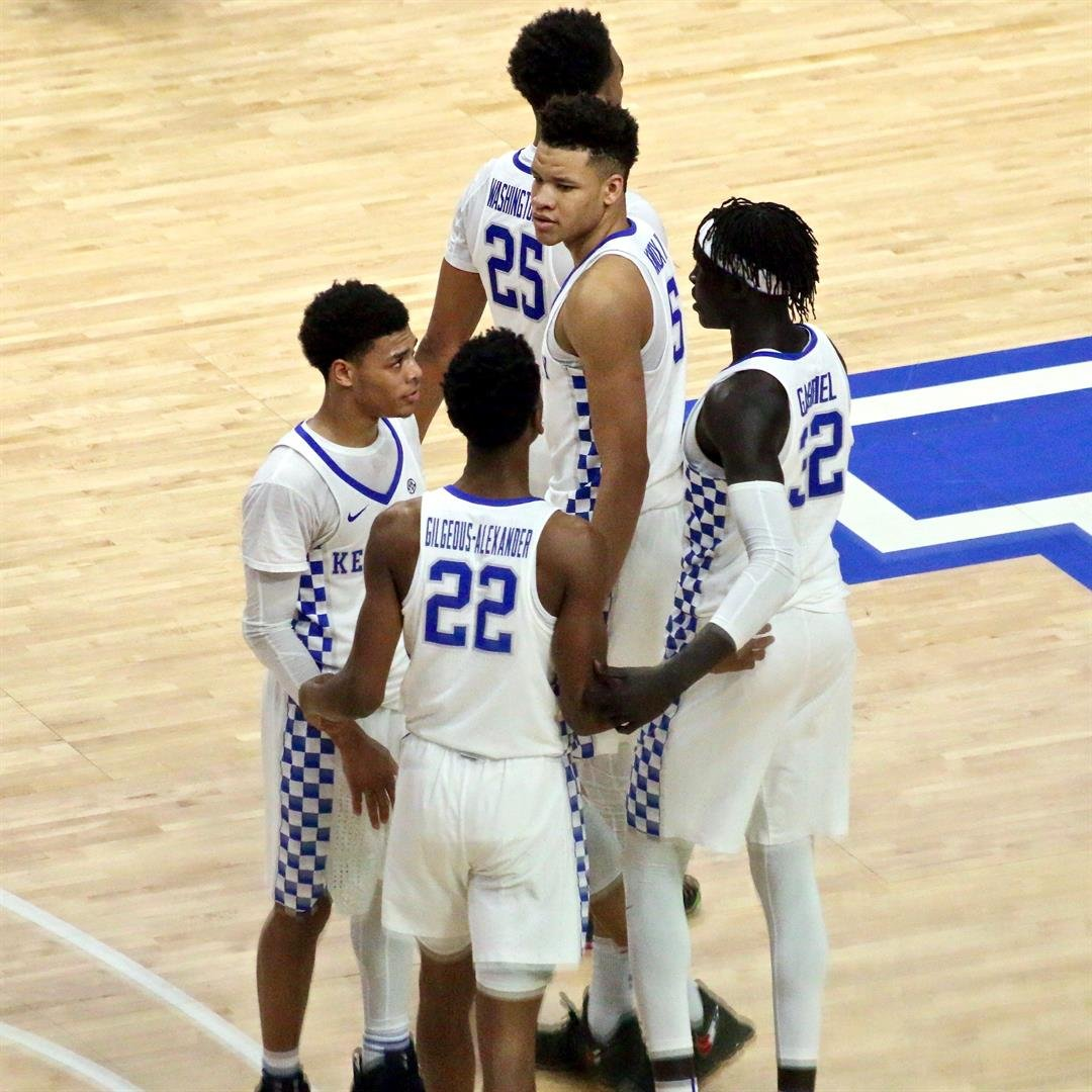 Kentucky players confer after a turnover (WDRB photo by Eric Crawford)