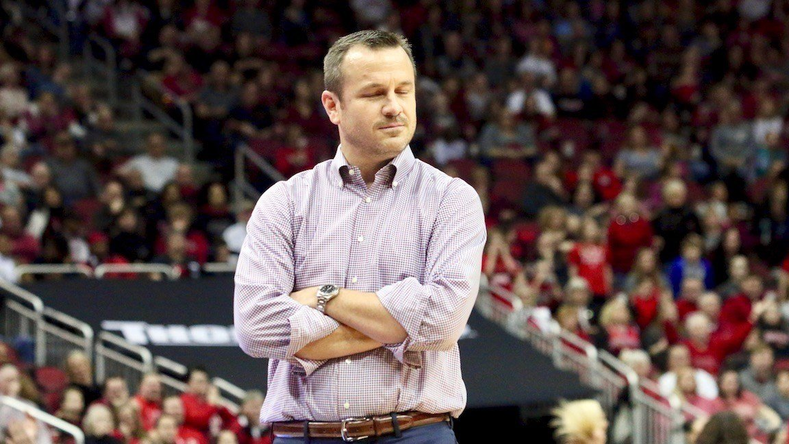 Louisville women's coach Jeff Walz closed his eyes as his team lost to Florida State, ending the Cards' perfect season. (Eric Crawford photo)