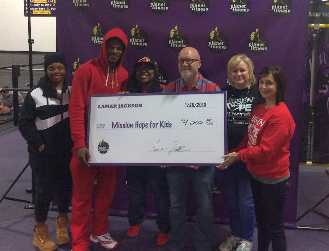 Lamar Jackson's mother Felicia and Lamar Jackson present Mission Hope for Kids friends and staff with a check for $4,000 following his Jan. 20 autograph session in Elizabethtown.