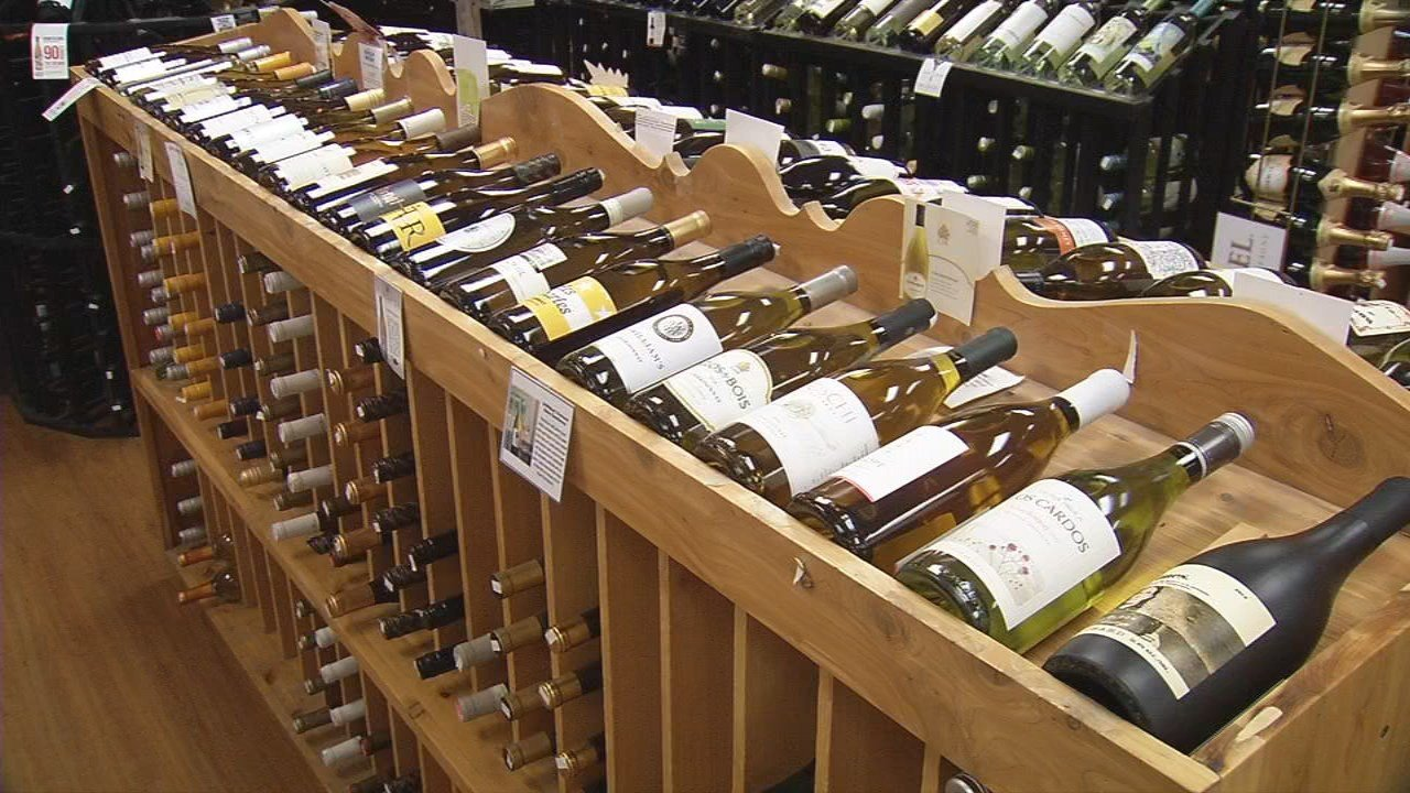 Gov. Holcomb signs Sunday alcohol sales bill
