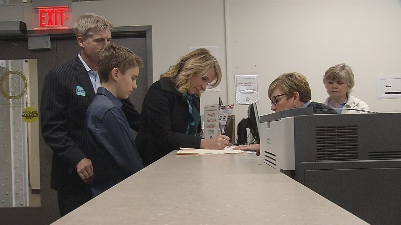 Louisville Metro Councilwoman Angela Leet filed to run for mayor Wednesday.