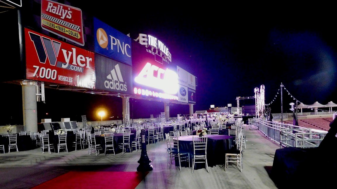 The scene after the 50-Yard-Line Dinner in 2015 (WDRB photo by Eric Crawford)