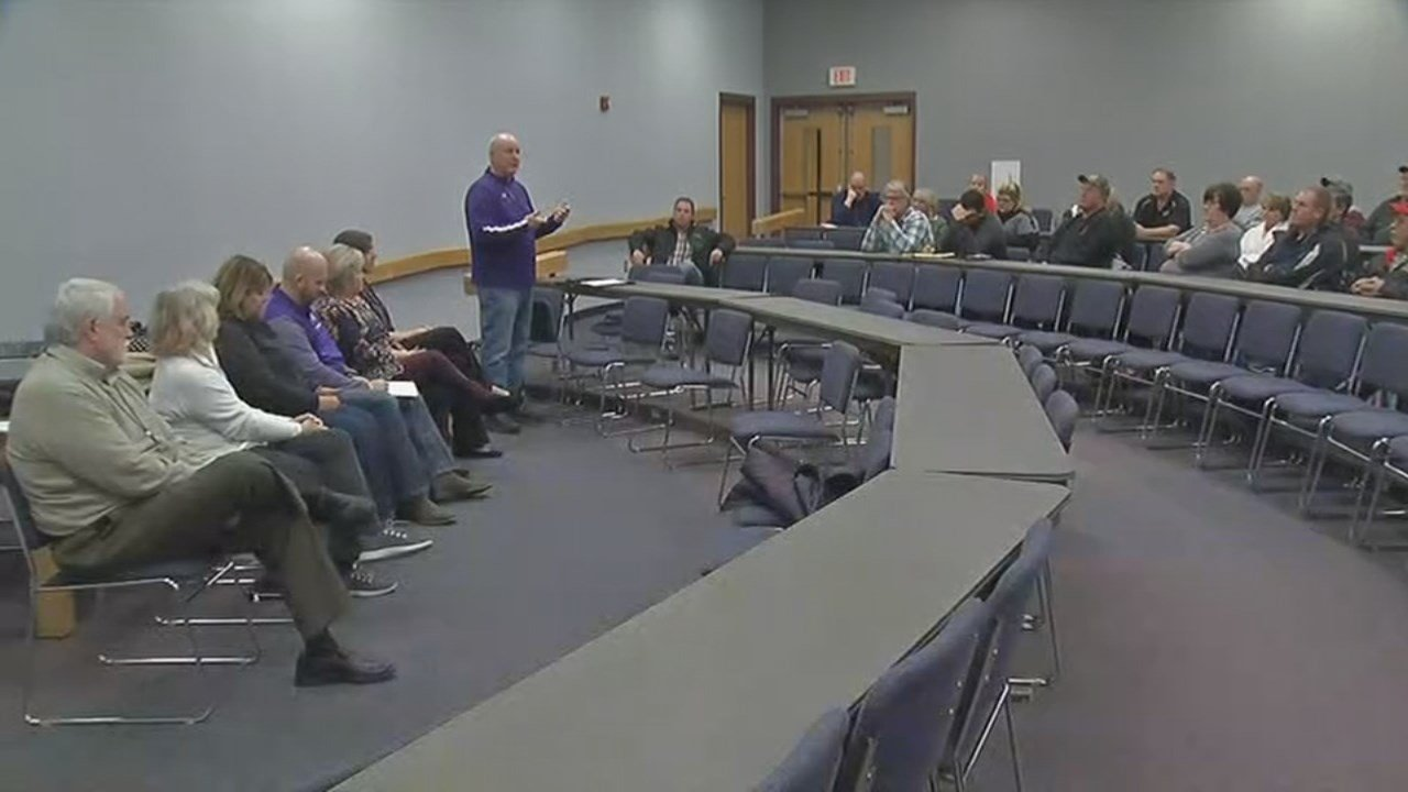 East Washington officials were in Borden on Wednesday night to answer the community's questions about their schools and programs.