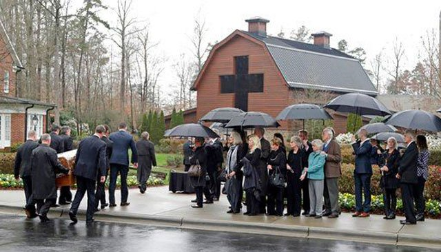 (AP Photo/Chuck Burton). Pallbearers carry the casket of Rev. Billy Graham past family members as it returns to the Billy Graham Library in Charlotte, N.C., Thursday, March 1, 2018.