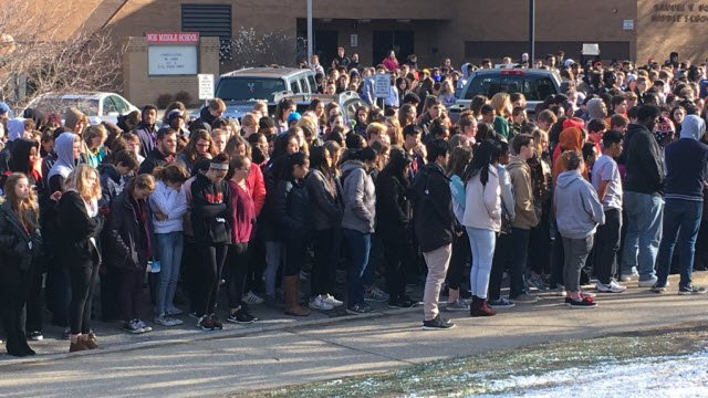 Students walk out of Noe Middle School in Jefferson County on March 14, 2018 to protest gun violence.