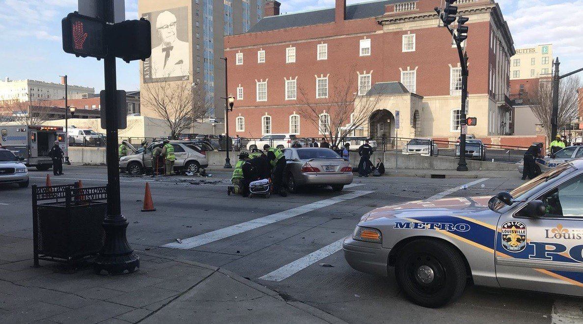 Multiple people hurt in crash at South Second Street and Muhammad Ali Blvd.