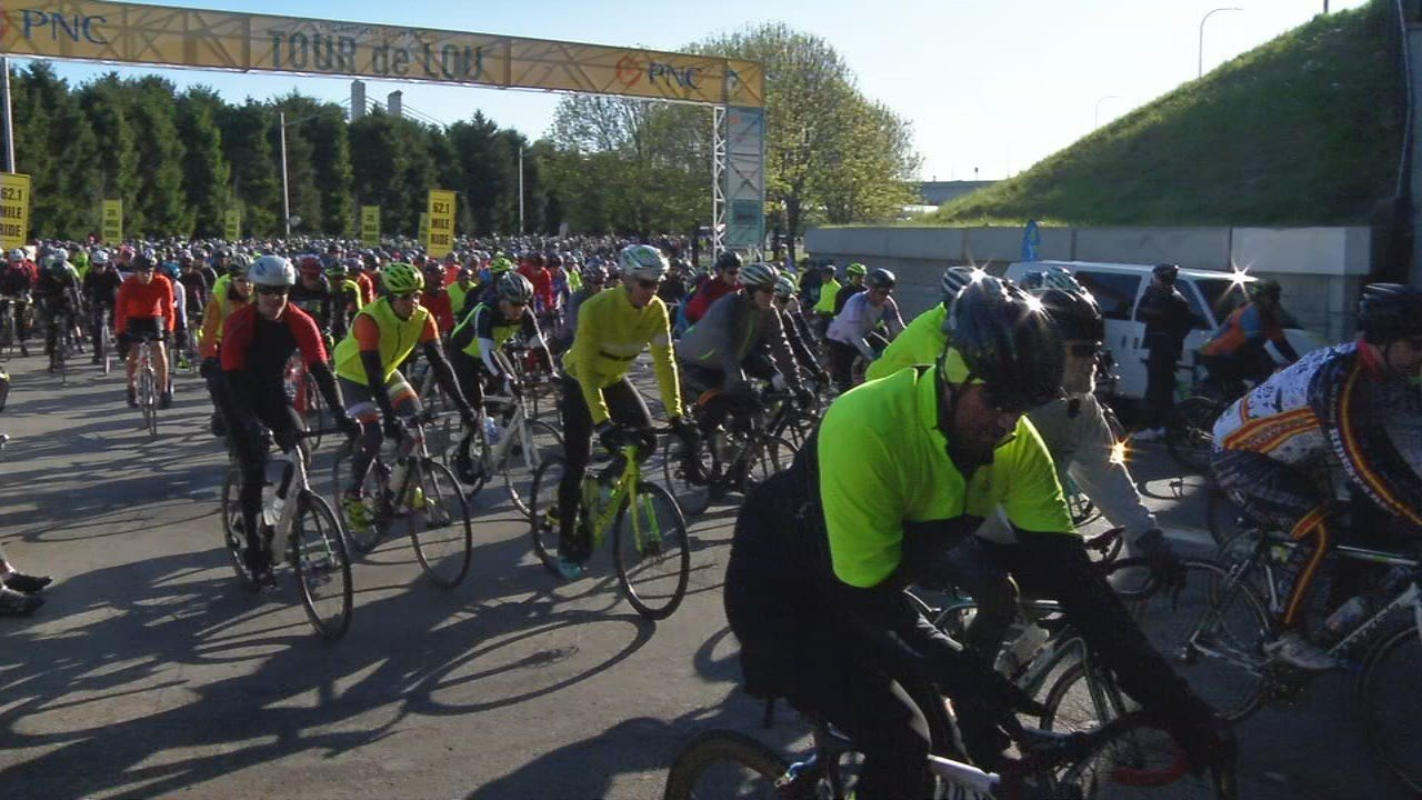 Thousands of people participated in this year's Tour de Lou Sunday morning.
