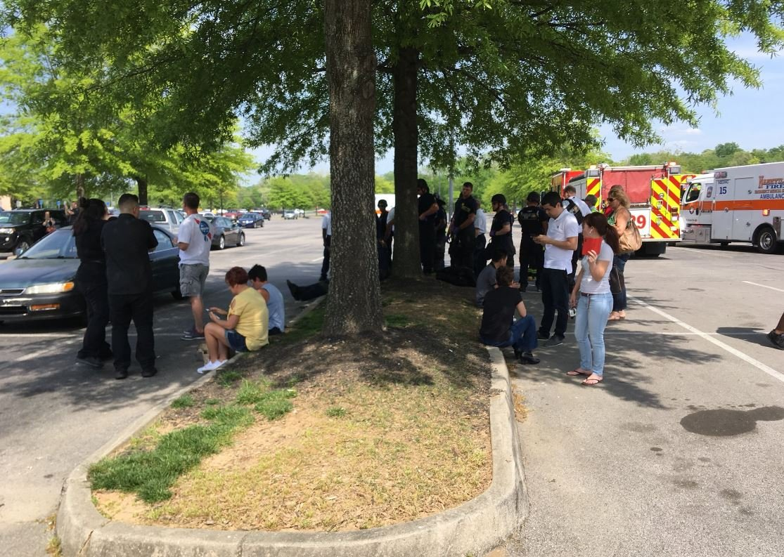 Shooting at Nashville mall; injuries unclear
