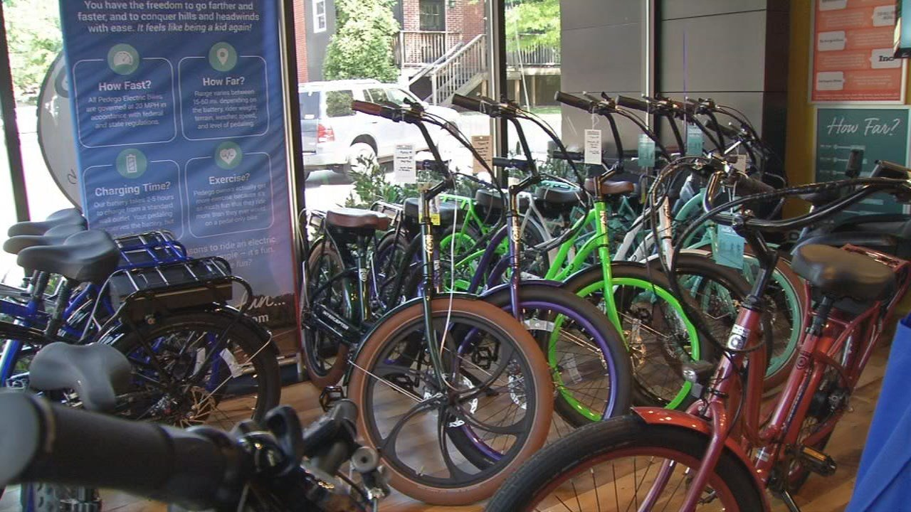 A new bike store has pedaledinto Louisville, promising to make it easier for bikersto plow up hills and into headwinds.