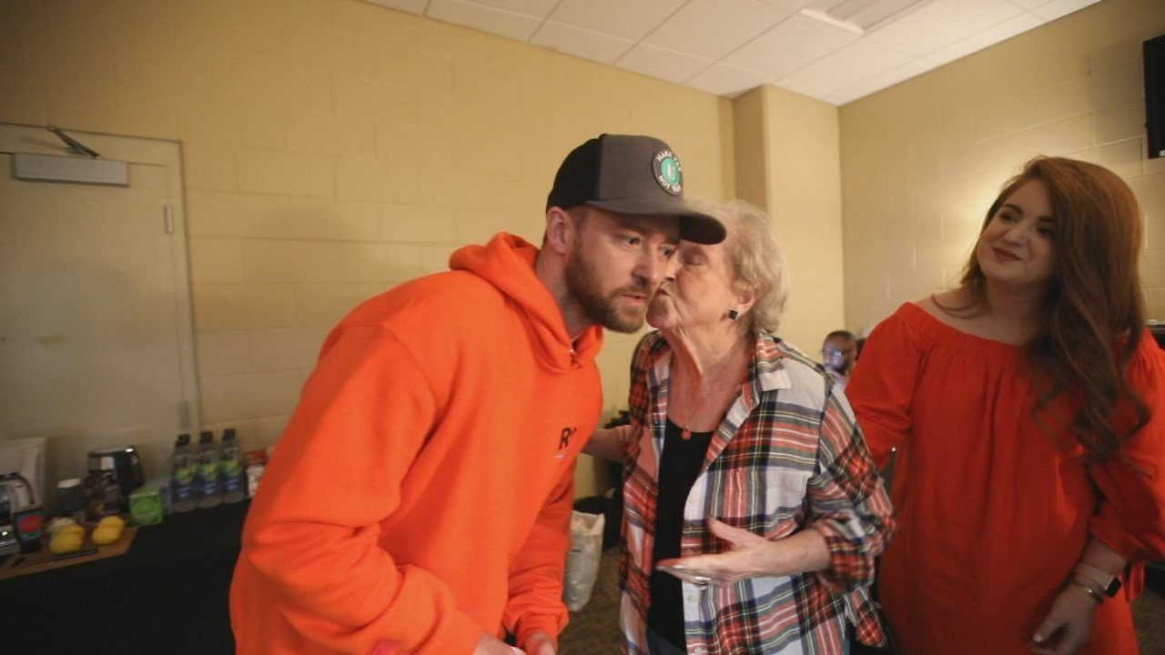 Bette Maloney kisses her idol, Justin Timberlake, after a concert on May 15, 2018, in Orlando, Florida.